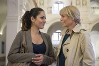 v.l.n.r.: Olivia Fareedi (Nilam Farooq), Ina Zimmermann (Melanie Marschke) – © ZDF und Uwe Frauendorf