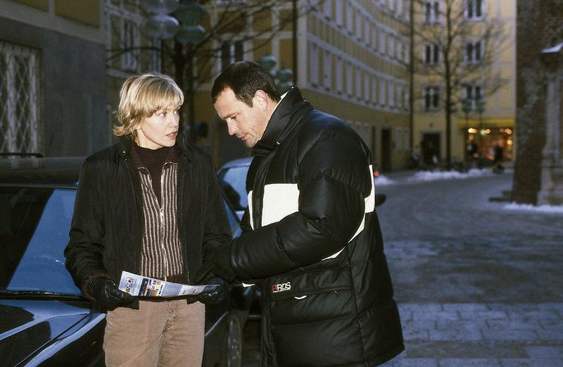 4. Susanne v. Hagenberg (Christine Döring) und Theo Renner (Michel Guillaume) versuchen, den flüchtigen Triebtäter zu finden. – Bild: ZDF