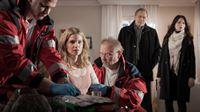 Komparse, Stella Beetz (Rike schmid), Komparse, Arthur Bauer (Gerd Silberbauer), Katharina Hahn (Bianca Hein) – © ZDF und Manuel Krall
