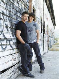 2. Staffel: Dean (Jensen Ackles, l.) und Sam (Jared Padalecki) – © RTL NITRO