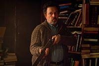 Ist der seltsame Einsiedler (Curtis Armstrong) wirklich ein Bote Gottes? – © Warner Bros. Television Lizenzbild frei