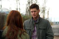 Ihr erster gemeinsamer Fall wird komplizierter als erwartet: Charlie (Felicia Day, l.) und Dean (Jensen Ackles, r.) ... – © Warner Bros. Television Lizenzbild frei