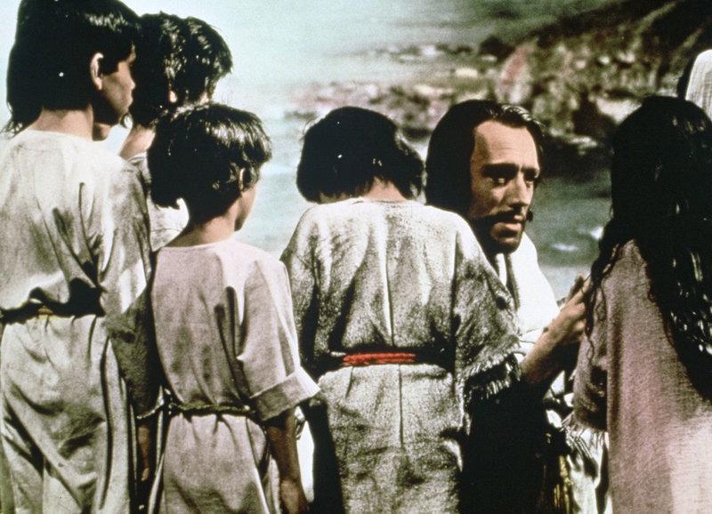 Jesus lässt die Kinder zu sich kommen: Max von Sydow als Jesus – Bild: SRF/TMG