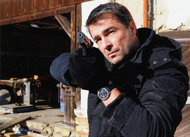 Auf Verbrecherjagd: Stefan Gubser als Kommissar Reto Flückiger – Bild: SRF/SWR/Peter Hollenbach