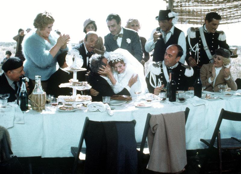 Hochzeit: Magali Noël als Braut Gradisca (M.) – Bild: SRF/Janus Films/Criterion