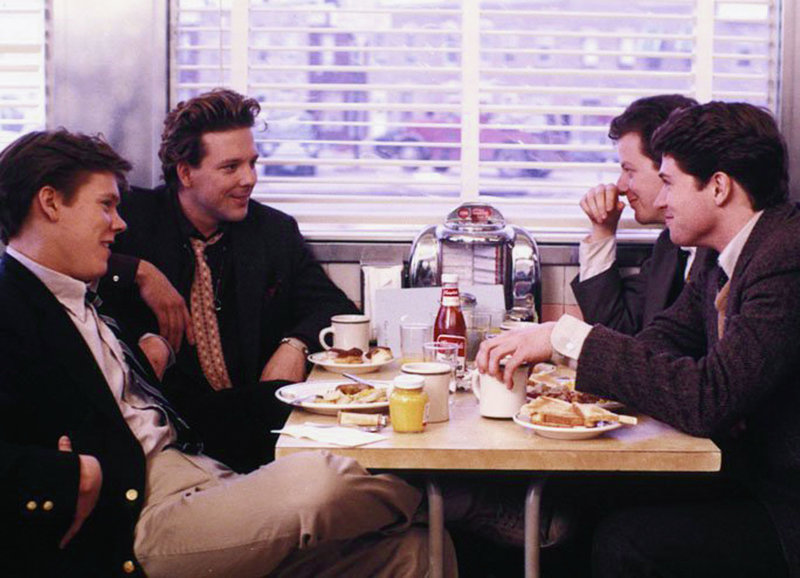 Frühstück im Falls Point Diner: Kevin Bacon als Timothy Fenwick Jr., Mickey Rourke als Robert 'Boogie' Sheftell, Daniel Stern als Laurence 'Shrevie' Schreiber, Tim Daly als William 'Billy' Howard – Bild: SRF/Warner Bros. International Television