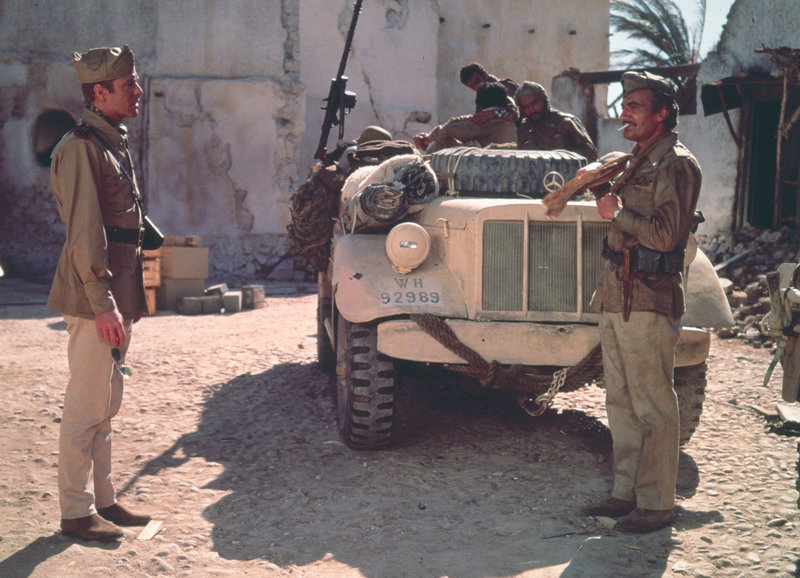 Zwei ungleiche Weggefährten: Michael Caine als Captain Douglas, Nigel Davenport als Captain Cyril Leech – Bild: SRF/METRO-GOLDWYN-MAYER STUDIOS INC.