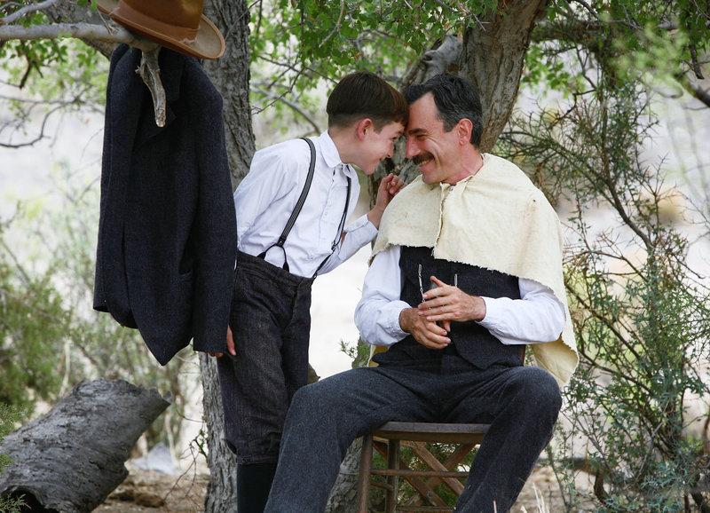Väterliche Gefühle: Dillon Freasier als junger H.W. Plainview, Daniel Day-Lewis als Daniel Plainview – Bild: SRF/Paramount HE.