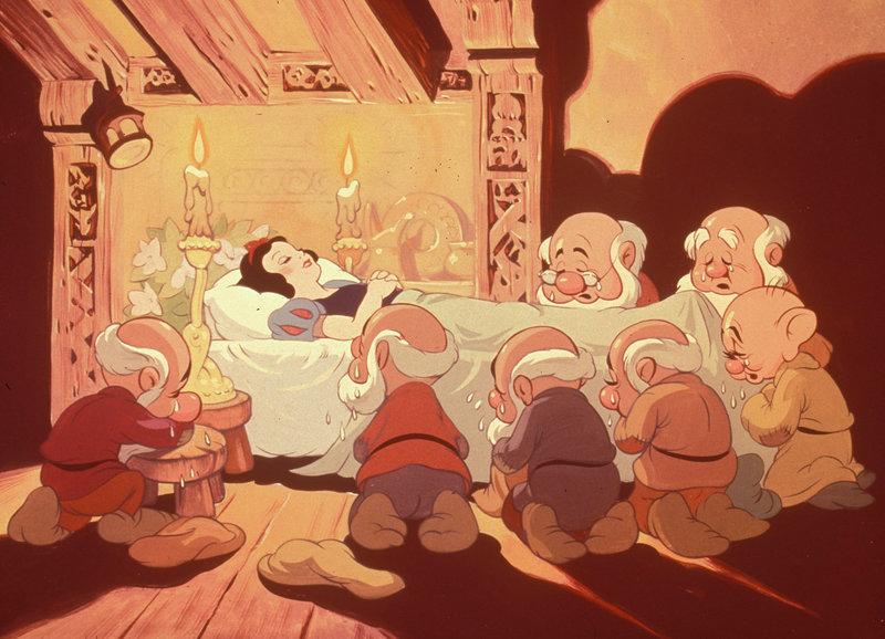 Die Zwerge trauern – Bild: SRF/Walt Disney Company