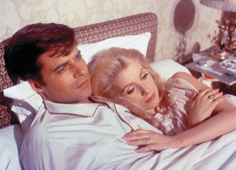 Ahnt nichts vom Doppelleben seiner Frau: Jean Sorel als Pierre, Catherine Deneuve als Séverine Serizy – Bild: SRF/1967 - Valoria Films