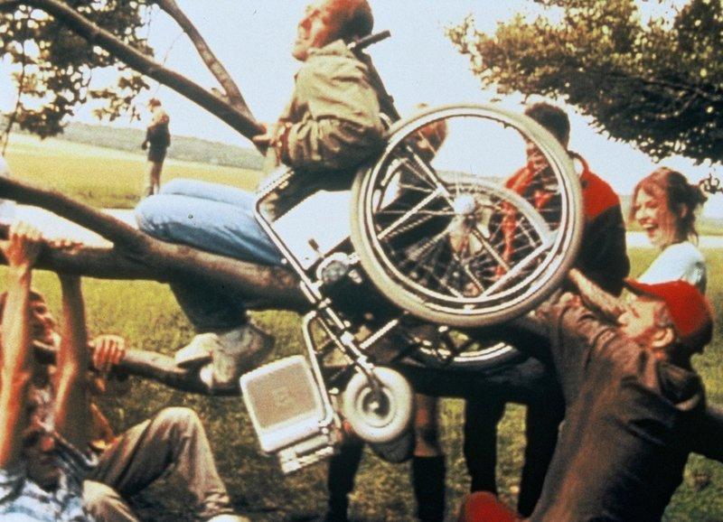 «Spassterei» mit Rollstuhl: Im Rollstuhl: Henrik Prip als Ped – Bild: SRF/TrustNordisk