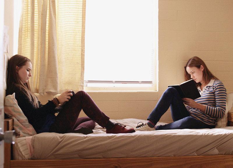 Teilen traumatische Erfahrungen: Kaitlyn Dever als Jayden, Brie Larson als Grace – Bild: SRF/Xenixfilm