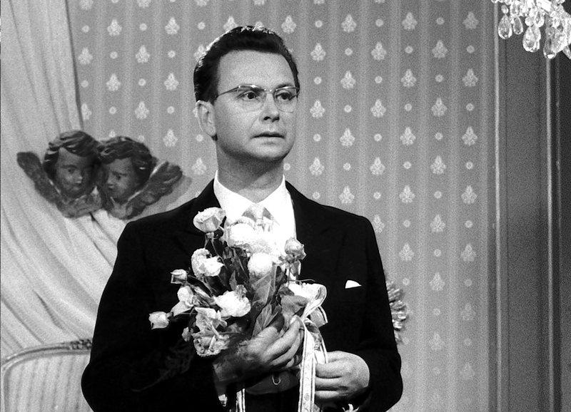 Verliebt über beide Ohren : Walter Roderer als Wendelin Pfannstiel – Bild: SRF