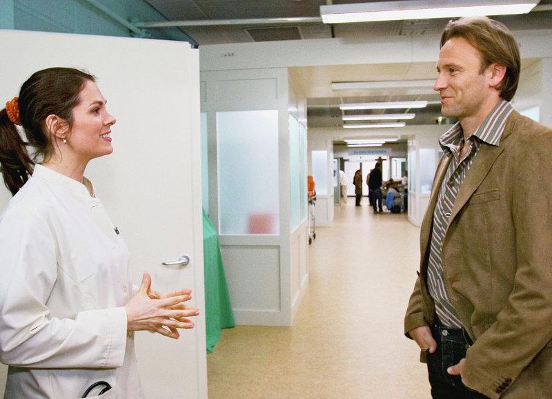 Starkes Duo: Cheryl Shepard als Dr. Elena Eichhorn, Bernhard Bettermann als Dr. Martin Stein – Bild: SRF/ARD/Degeto