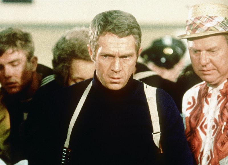 Arbeitet sich stoisch Richtung Wahrheit: Steve McQueen als Frank Bullitt – Bild: SRF/Warner Bros. Intl. Television