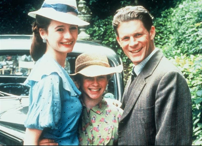 Heimkehr: Emily Mortimer als Judith Dunbar, Brooke Kinsella als Jess, George Asprey als Jeremy – Bild: SRF/TMG