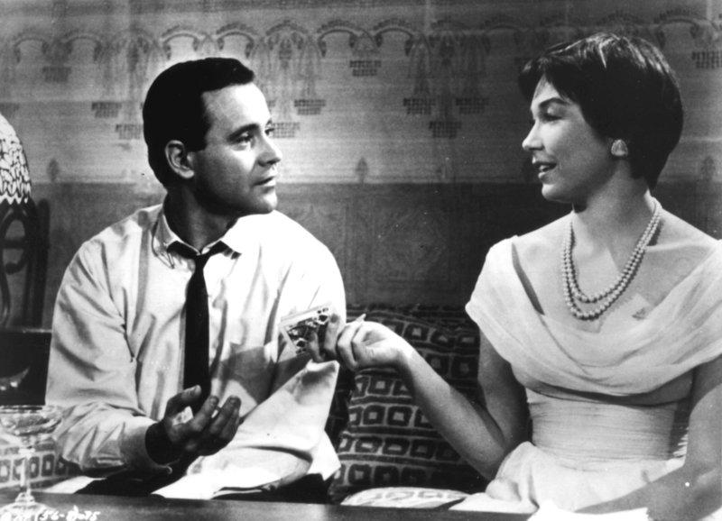Vom Schicksal zusammengeführt: Jack Lemmon als C.C. Baxter, Shirley MacLaine als Fran Kubelik – Bild: SRF