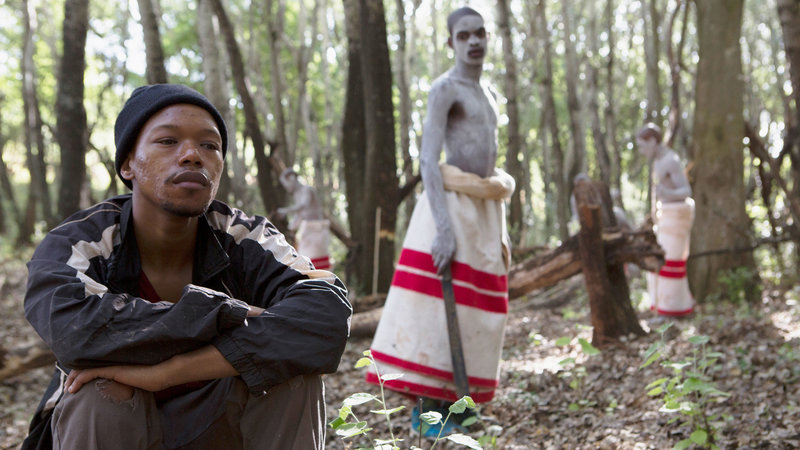 Die Wunde Nakhane Touré als Xolani, Niza Jay als Kwanda SRF/Xenix Filmdistribution – Bild: SRF1