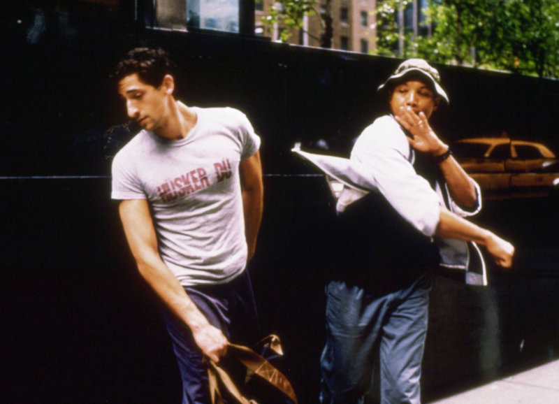 Festnahme: Adrien Brody als Harry, Paul Calderon als Det. Jesse – Bild: SRF/Splendid Film