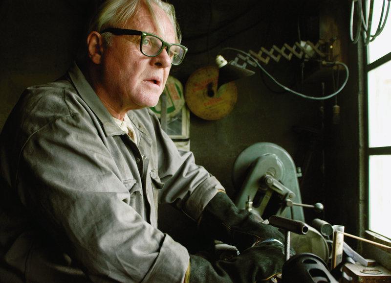 Der Tüftler in seiner Werkstatt: Anthony Hopkins als Burt Munro – Bild: SRF/Magnolia Pictures