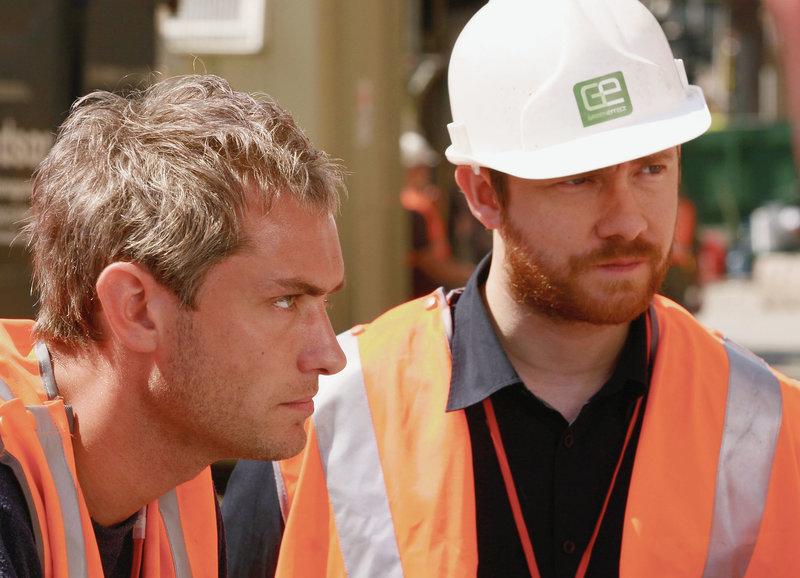 Geschäftspartner und Freunde: Jude Law als Will, Martin Freeman als Sandy – Bild: SRF/Miramax Films
