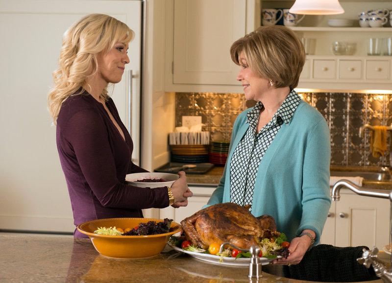 Alles wird gut: Jennie Garth als Melody Gerard, Mary Kay Place als Elaine Gerard – Bild: SRF/ABC Family