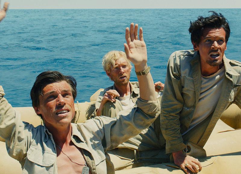 Hilfesuchend im Meer: Finn Witrock als Mac, Domhnall Gleeson als Phil, Jack O'Connell als Louie – Bild: SRF / 2014 Universal Studios