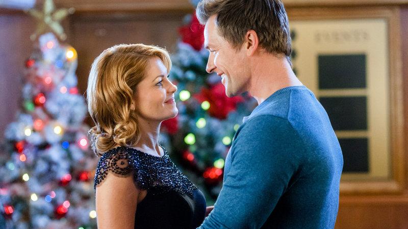 Weihnachten auf Umwegen Candace Cameron Bure als Paige Sum-merlind, Paul Greene als Dylan Smith. SRF/2015 Crown Media United States LLC – Bild: SRF2