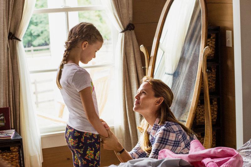 Himmelskind Kylie Rogers als Anna Beam, Jennifer Garner als Christy Beam SRF/2016 Columbia Pictures Industries, Inc. – Bild: SRF2