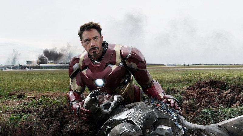 The First Avenger - Civil War Robert Downey Jr. als Tony Stark/Iron Man, Don Cheadle als Lieutenant James Rhodes/War Machine (liegend) SRF/ – Bild: SRF2 / ©2014 MVLFFLLC