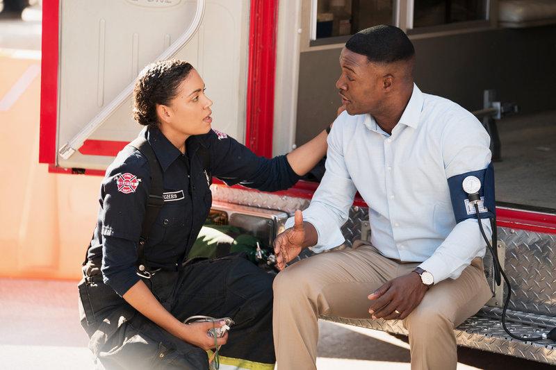 Station 19 Staffel 2 Folge 2 Barrett Doss als Victoria Hughes, Flex Alexander als Evan Forrester SRF/ABC Studios – Bild: SRF2