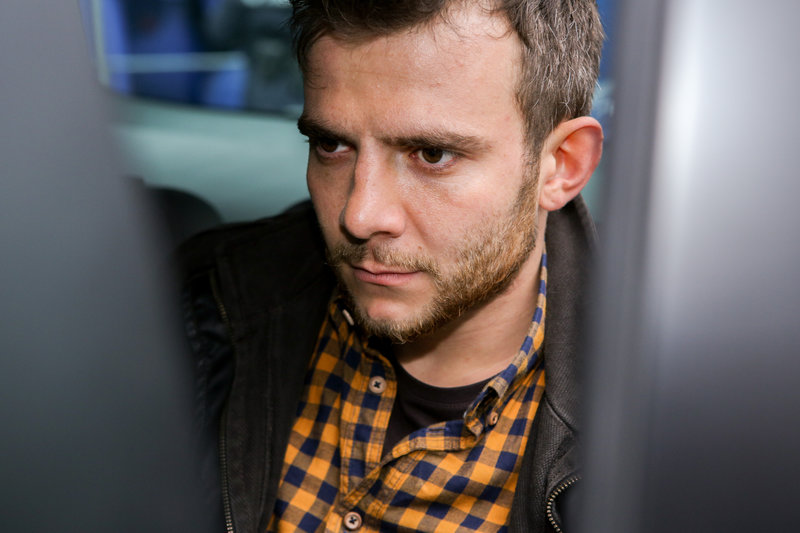 Helmut Mader (Eugen Knecht), der Ehemann des verstorbenen Unfallopfers. – Bild: ORF