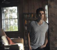 Während Stefan (Paul Wesley) sich in Savannah ein neues Leben aufbaut, wagt Elena einen drastischen Schritt ... – © Warner Bros. Entertainment, Inc Lizenzbild frei