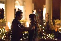 Wird Damon (Ian Somerhalder, l.) erkennen wer wirklich vor ihm steht? Katherine oder Elena (Nina Dobrev, r.)? – © Warner Brothers