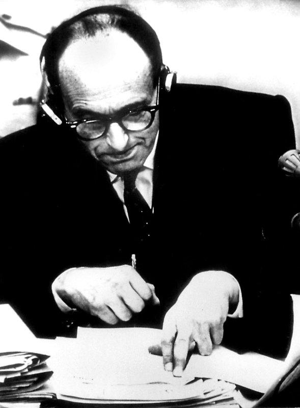 Der Naziverbrecher Adolf Eichmann vor dem Gericht in Jerusalem. Er ist angeklagt mitverantwortlich zu sein für die Vernichtung von sechs Millionen europäischer Juden. Am 15. Dezember 1961 wird Adolf Eichmann zum Tode verurteilt. – Bild: ZDF