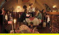 """NDR Fernsehen WELCOME TO SWEDEN, """"(Seperate Lives) - Getrennte Wege"""", am Donnerstag (12.02.15) um 23:30 Uhr. Marcus (Gustav Roth) versucht Emma (Josephine Bornebusch) mit einem romantischen Abendessen zurückzugewinnen. – © NDR/TV4 AB 2014"""