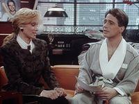 Angela (Judith Light, l.) und Tony (Tony Danza, r.) treffen sich in einem anderen Leben: Tony ist ein berühmter Baseballstar und Angela eine kleine Angestellte. – © Columbia Lizenzbild frei