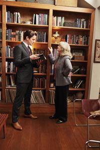 Neal Caffrey (Matt Bomer) und Ellen Parker (Judith Ivey) – © RTL