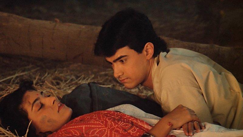 Rashmi (Juhi Chawla, li), Raj (Aamir Khan, re) – Bild: Zee.One