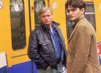 Am Alexanderplatz häufen sich die Taschendiebstähle in den letzten Tagen. Harald (Horst Kotterba, re.) und Grischa (Lenn Kudrjawizki) stöbern in zivil durch die U-Bahn, um den Trickdieben auf die Schliche zu kommen. – © RTL Crime