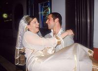 Das Brautpaar (Brigitte Zeh, Gabriel Merz) hat die Nase voll von der Hochzeitsfeier und will sich in den nächstbesten Zug nach Paris setzen¼ – © RTL Crime