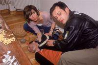 Bei einem Routineeinsatz müssen Ulf und Sebastian (Ole Puppe) hilflos mit ansehen, wie Bodo Kirsch (Horst-Günther Marx) vor ihren Augen zusammenbricht. Im Krankenhaus stellen die Ärzte fest, dass Bodo Kirsch Opfer einer Vergiftung geworden ist. Zunächst gerät Frau Kirsch (Doris Schretzmayer) unter Verdacht. – © RTL Crime