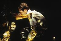 Ganz offensichtlich steckt Special Agent Mulder (David Duchovny, r.) in großen Schwierigkeiten ... – © TM + © 2000 Twentieth Century Fox Film Corporation. All Rights Reserved.