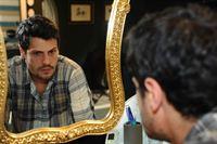 Statt Nina die Wahrheit zu sagen, kann Luca (Manuel Cortez) nicht anders und lässt sich von ihr verführen ... – © SAT.1