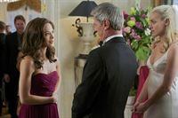 Thomas (Rob Stewart, M.) und Brooke (Rachel Skarsten, r.) bedanken sich bei Catherine (Kristin Kreuk, l.), die eine rührende Rede gehalten hat ... – © 2012 The CW Network, LLC. All rights reserved.