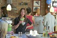 Eigentlich würde Cat (Kristin Kreuk, M.) ihren Geburtstag lieber mit Vincent verbringen, doch ihre Schwester Heather hat eine Überraschungsparty organisiert ... – © 2012 The CW Network, LLC. All rights reserved.