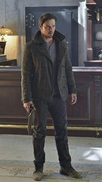 Gibt es wirklich Medikamente, die Vincent Keller (Jay Ryan) heilen können? Noch will er nicht so recht daran glauben ... – © 2012 The CW Network, LLC. All rights reserved.