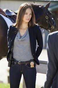 Ihre Ermittlungen führen Cat (Kristin Kreuk) zu einem Polo-Kurs für benachteiligte Jugendliche. Einer der Teenager wurde mit Knochenfrakturen ins Krankenhaus gebracht, wo er nun im Koma liegt. – © 2012 The CW Network, LLC. All rights reserved.