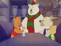 Ben (li.) schafft es nicht mehr, seinen Honig-Shake im Honigbär-Café zu trinken. Er muss herausfinden, wie sich Tobias wieder in einen Spielzeugteddy zurückverwandeln kann... – Bild: KI.KA/Amberwood Entertainment
