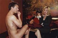 Gina (Dorkas Kiefer, r.) versucht Axel (Michael Härle, l.) am Set davon zu überzeugen, unbedingt die Hauptrolle in ihrem Pornofilm zu spielen. Doch Axel ist noch skeptisch ... – Bild: Sat.1